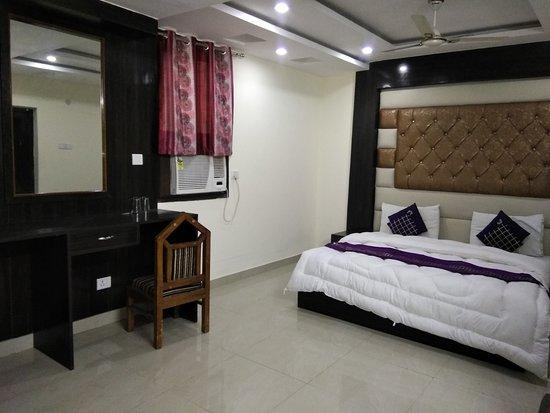 Hotel Vishesh Continental: Super Deluxe