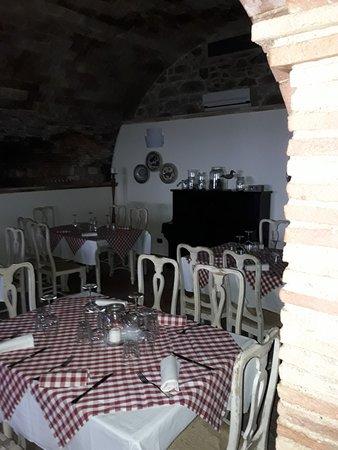 Chianni, Italien: Interno locale.