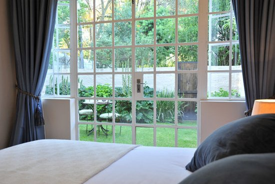 Rivonia, Sydafrika: View from bedroom into cottage garden