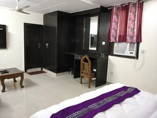 Hotel Vishesh Continental: Deluxe Room