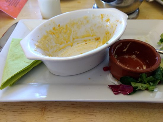 Sturminster Newton, UK: Macaroni Cheese and Garlic bread demolished :)
