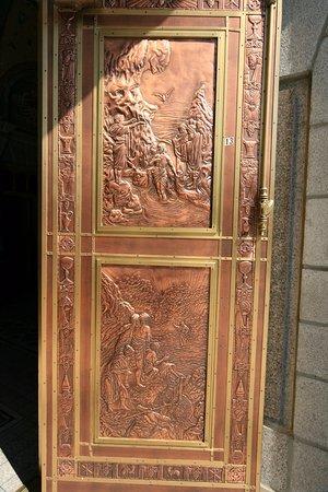 Sanctuaire Sainte-Anne-de-Beaupre: Bronze doors & Bronze doors - Picture of Sanctuaire Sainte-Anne-de-Beaupre ... Pezcame.Com