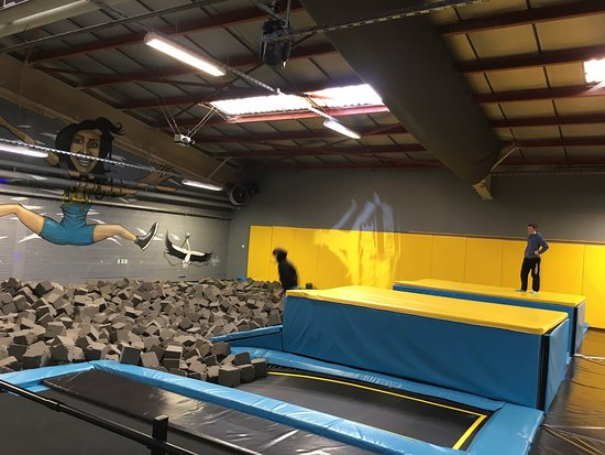 let 39 s jump trampoline park mundolsheim 2019 ce qu 39 il. Black Bedroom Furniture Sets. Home Design Ideas