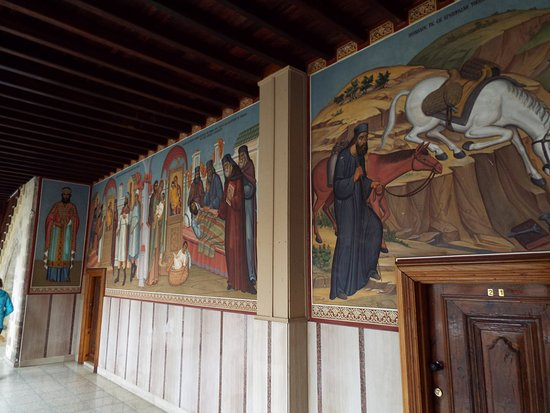 Pedoulas, Kypros: Frescos in the archways