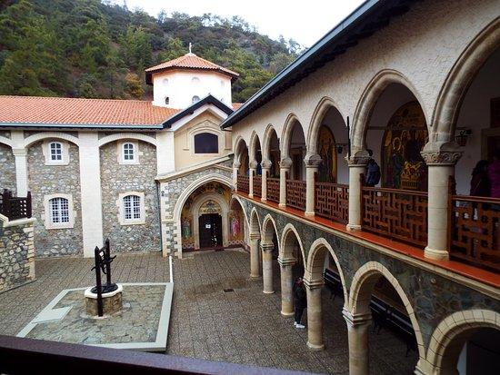 Pedoulas, Kypros: Inner courtyard