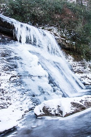 Cashiers, นอร์ทแคโรไลนา: This is the Falls frozen after 8 inches of Snow