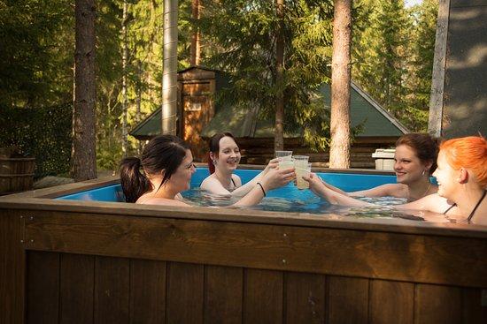 Jamijarvi, Finlandia: Relaxing hot tub.