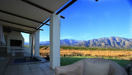 Worcester, África do Sul: Honeymoon suite self catering unit with hot tub and stunning mountain and citrus orchard views