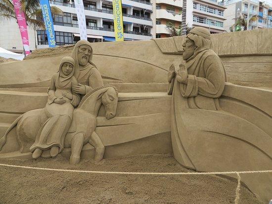 Playa de Las Canteras: Weihnachtliche Figuren (Anfang Dezember)