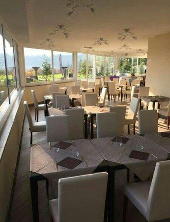 Ternate, Italien: sala fronte lago