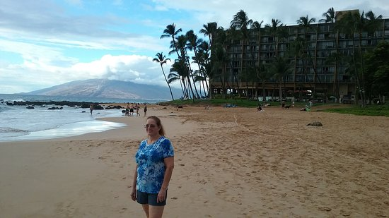 Mana Kai Maui: The hotel is right on the beach. The scenery is gorgeous.