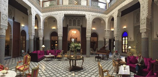 Riad Fes - Relais & Chateaux: The center courtyard / entrance hall... beautiful!