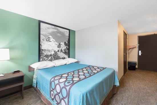 Pierre, Южная Дакота: Queen bed Room