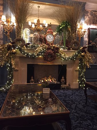 Four Seasons Hotel des Bergues Geneva: Christmas in the lobby blue room