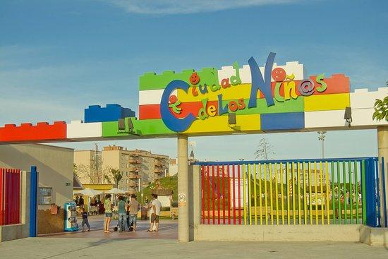 La Ciudad de los Ninos y la Ninas: Entrance