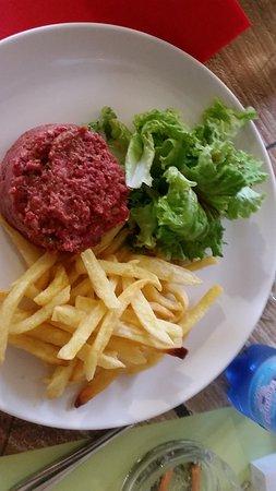 Belvedere, Frankreich: tartar et frites maison
