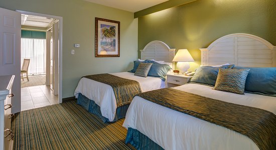 Alden Suites: Separate Bedroom, Living room, kitchenette and Gulf front Balcony
