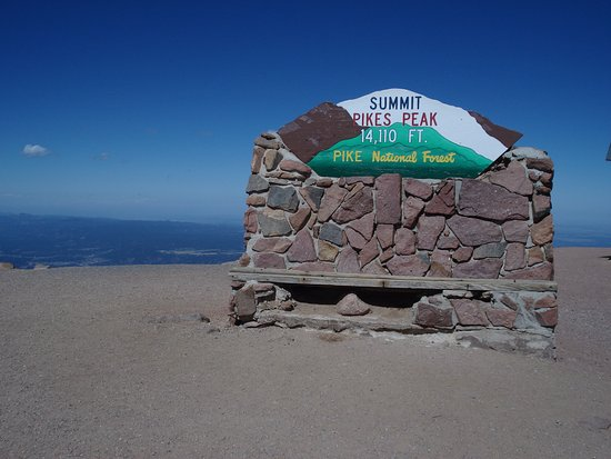 The summit sign at Pikes Peak