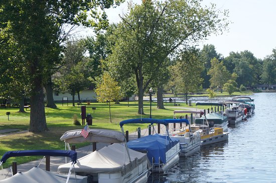 Winona Lake, Ιντιάνα: Along the canal.