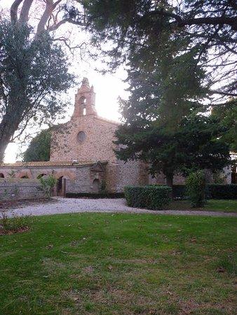 Torreilles, France: Un des monuments proche de l'hôtel.
