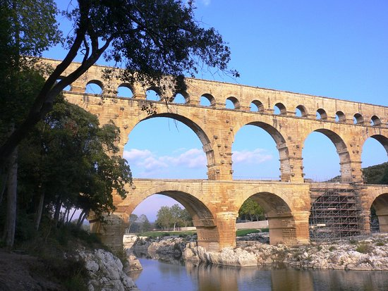 Uzes, Francia: situated on roman traces: aqueduc and Pont du Gard