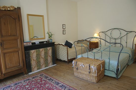 Leran, Fransa: The Ivy Room (Le Lierre) is also a featured triple room with private facilities.