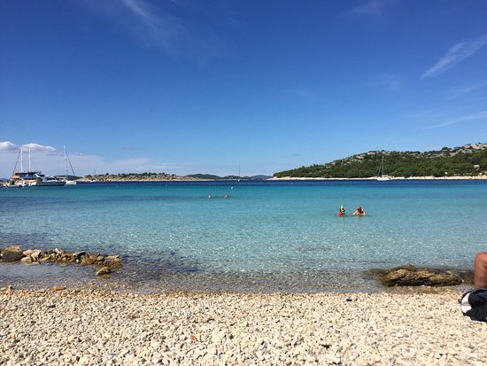 Murter, Croazia: Wunderschöne kleine Bucht, leider schwer zu erreichen und zu finden. Ein Besuch wert. Vorne leic