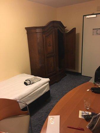 Hotel Königshof Am Funkturm: Klein und miefig