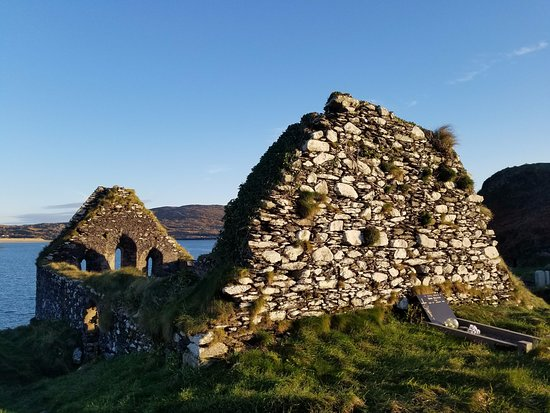 Caherdaniel, Ierland: Graveyard and remnants of a church.