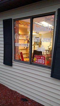 Goodrich, MI : Christmas at Cottage Used Books
