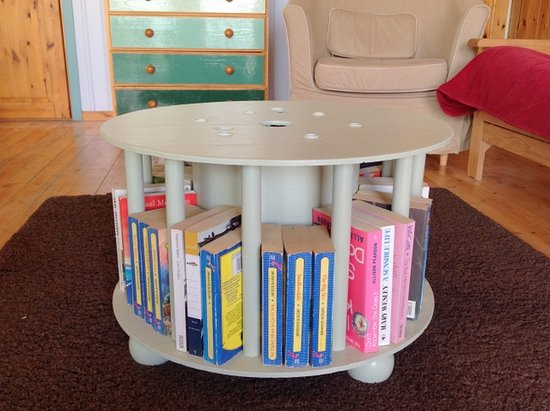 Winkleigh, UK: An upcycled cable drum coffee table and book loan in Honeysuckle Lodge