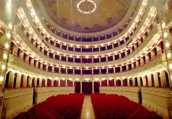 Castelnuovo di Garfagnana, Italien: ll teatro, interno