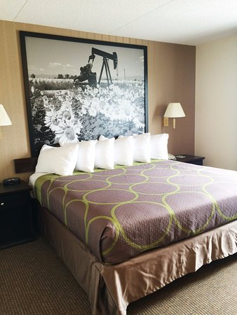 Edson, Canada: King bed