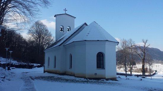 Gospic, Κροατία: Kapelle nebem dem Haus