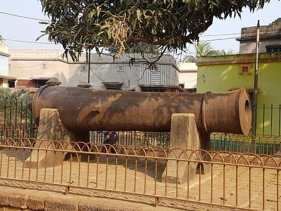 Dalmadal Cannon - Picture of Dalmadal Kaman Canon, Bishnupur