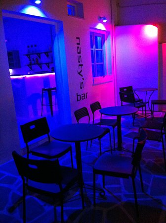 Naoussa, Grèce : CAFE / BAR @ sideway of Naousa. Electronic Music (Techno)