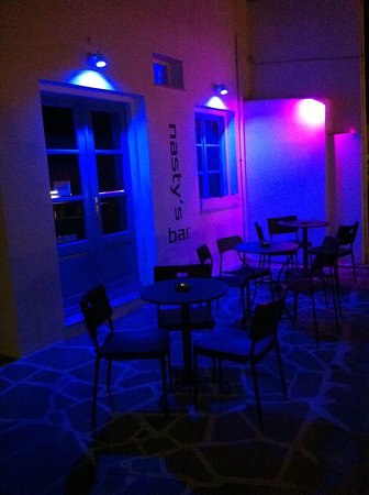 Naoussa, Greece:  Nasty's Bar exterior