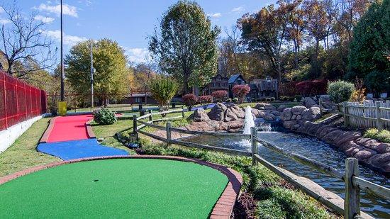 Fayetteville, AR: Rainbow Springs- Miniature Golf Course