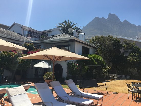 The Bay Atlantic Guest House: great view of table mountain