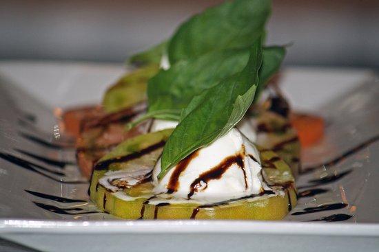 Hampton Bays, NY: Tomato & Mozzarella