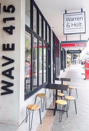 Marrickville, Australia: Out side Warren and Holt Cafe