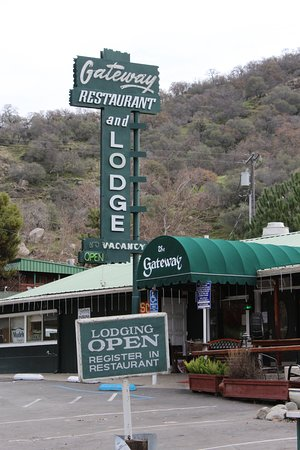 Three Rivers, CA: Gateway Restaurant - 1 mile south of the entrance to Sequoia National Park