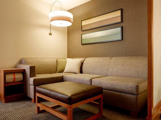 Verona, WI: Guestroom Cozy Corner