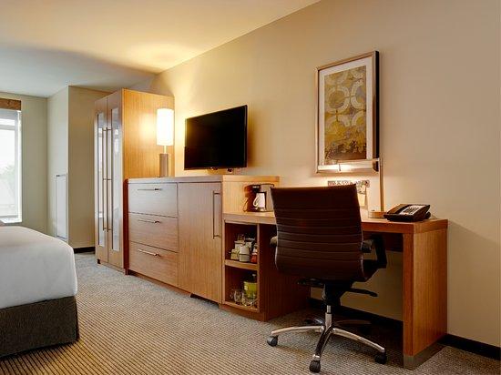 Verona, WI: Guestroom Desk