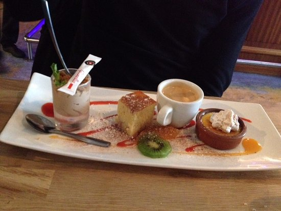 Saintes, France: cafe gourmand, such a good idea, lil bit of everything and coffee