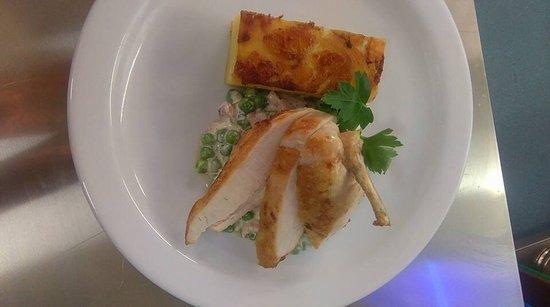 Sudbury, UK: Chicken beast, dauphinois potato with bacon, pea and cream fricassee..... yum!