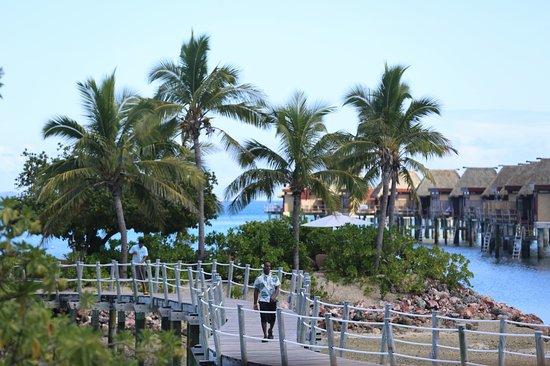 Likuliku Lagoon Resort: entry bridge