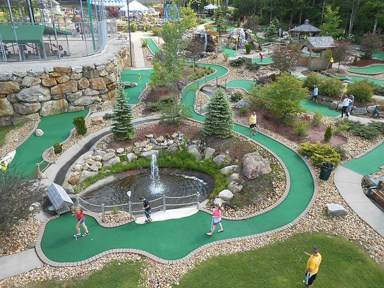 Chichester, NH: Chucksters is home of the world's longest miniature golf hole!