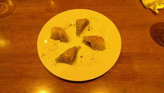 Ruislip, UK: Baklava Home made mmmmmm!