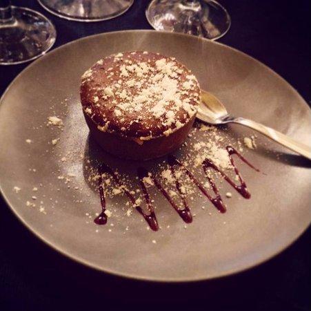 Fossano, Italy: Gustando un ottimo dessert...